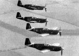 """Klucz samolotów myśliwskich North American """"Mustang"""" Mk.l należących do RAF w locie. (Źródło: Żurek Jacek B. """"North American P-51 Mustang"""". Wydawnictwo AJ-Press. Gdańsk 1999)."""