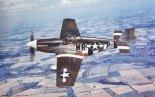 """Samolot myśliwski North American P-51B-15-NA """"Mustang"""" z 354th Fighter Squadron 355. Fighter Group USAAF. Samolot posiadał zmodernizowaną osłonę kabiny, tzw. Malcolm Hood. (Źródło: USAF)."""