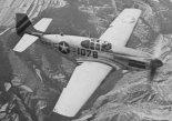 "Samolot w wersji North American P-51C ""Mustang"", napędzany silnikiem Packard V-1650-3 ""Merlin"". (Źródło: USAF)."