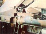 """Samolot F-5E """"Tiger II"""" w hangarze PZL Warszawa- Okęcie we wrześniu 1988 r. (Źródło: Lotnictwo Aviation International nr 2/1991)."""