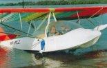 Brzeg za grząski... nie da rady wyjechać! (Źródło: Przegląd Lotniczy Aviation Revue nr 11/2001).