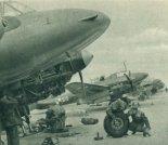 Przegląd techniczny samolotów Pe-2UT. (Źródło: Skrzydlata Polska nr 41/1963).