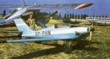 """&#8221 Kukułka"""" w Lesznie w 1971 r. Przy ogonie Mirosław Królikowski. (Źródło: Przegląd Lotniczy Aviation Revue nr 6/1996)."""