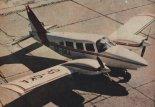 "Samolot wzorcowy PA-34 ""Seneca"" (SP-GKA). (Źródło: Skrzydlata Polska nr 38/1978)."