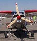 """Samolot """"Tulak"""" (SP-YBM) w widoku z przodu. Lotnisko Turbia, 2002 r. (Źródło: Aleksander Dobrzański via Damian Lis)."""