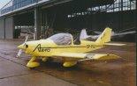 AT-2 na lotnisku Aeroklubu Warszawskiego. (Źródło: Przegląd Lotniczy Aviation Revue nr 1/1997).