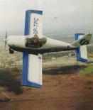 Samolot Aero AT-3 L-100 (SP-TPC) w locie. (Źródło: Przegląd Lotniczy Aviation Revue nr 12/2001).