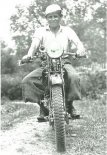"""Na motocyklu """"Perkun""""- druga połowa lat 1930-tych. (Źródło: archiwum Zbigniew Sułkowski)."""