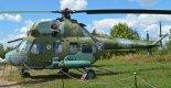 Śmigłowiec uzbrojony Mi-2URN w zbiorach Muzeum Katyńskiego w Warszawie. Widoczna wyrzutnia rakietowa Mars-2 w wersji samolotowej. (Źródło: Wikimedia Commons).