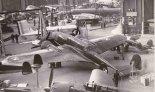 """PZL-37 """"Łoś"""" na Salonie Lotniczym w Paryżu, 1938 r. (Źródło: ze zbiorów CardPlane)."""