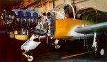 """Prototyp samolotu lekkiego PZL-111 """"Koliber-235"""" w ostatnim stadium montażu i wyposażania, 1992 r. (Źródło: Lotnictwo Aviation International nr 4/1992)."""