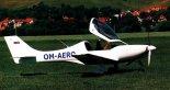 """Prototyp samolotu """"Dynamic"""" podczas prób na lotnisku w Prievidzy. (Źródło: Przegląd Lotniczy Aviation Revue nr 10/2000)."""