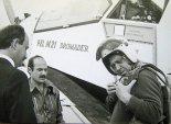 Przygotowanie do pierwszego lotu, od lewej: mgr inż. Jarosław Rumszewicz, mechanik lotniczy Tadeusz Kupiec, pil. Tadeusz Pakuła. (Źródło: ze zbiorów Jarosława Rumszewicza).