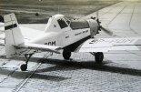 """Prototyp PZL M21 """"Dromader Mini"""" (SP-PDM) wykołowuje na pas do pierwszego lotu. Mielec 18.06.1982 r. (Źródło: ze zbiorów Jarosława Rumszewicza)."""