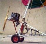 Motolotnia PZL ML-1. Siedzenia załogi i układ napędowy. (Źródło: Zdjęcie pochodzi z Archiwum UM Świdnik i Stowarzyszenia Forum Świdnika- http://www.historia.swidnik.net/).