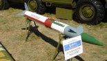 """Przeciwlotniczy kierowany pocisk rakietowy 9M33M3. (Źródło: Zhukovskiy via """"Wikimedia Commons"""")."""