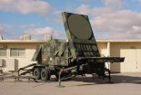 """Stacja radiolokacyjna AN MPQ 53 zestawu Raytheon MIM-104 """"Patriot"""". (Źródło: Department of Defense )."""