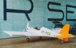 Samolot SBM-01 przed hangarem w Modlinie. (Źródło: Przegląd Lotniczy Aviation Revue nr 8/2001).