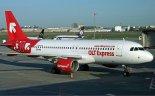 """Samolot pasażerski Airbus A 320-214 (SP-IAC) w barwach linii lotniczych OLT Express. (Źródło: Radoslaw Idaszak via """"Wikimedia Commons"""")."""