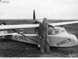 """Motoszybowiec Schneider-Grunau """"Motor Baby"""" w barwach lotnictwa niemieckiego. (Źródło: Narodowe Archiwum Cyfrowe - Sygnatura: 1-E-10051)."""