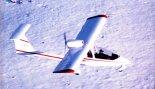 """Ultralekki samolot sportowy 3I """"Sky Arrow"""" w locie. (Źródło: Przegląd Lotniczy Aviation Revue nr 4/1997)."""