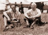 Inż. T. Chlipalski i inż. W. Czerwiński i na szybowisku Goleszów- Chełm w 1937 r. (Źródło: Technika Lotnicza i Astronautyczna nr 9/1987).
