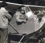 Józef Stachurski w kabinie swego samolotu. (Źródło: via Sebastian Pędziak).
