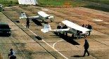 Samoloty 3Xtrim na lotnisku w Goleniowie, na pierwszym planie wersja VLA, w głębi- UL. (Źródło: Przegląd Lotniczy Aviation Revue nr 8/2000).
