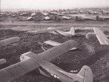 Szybowce Waco CG-4A z amerykańskiej 101 Dywizji Powietrzno- Desantowej podczas przygotowań do operacji Market Garden. 18.09.1944 r. (Źródło: U.S. Air Force)