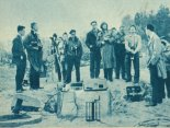 Stanowisko dowodzenia podczas prób startu rakiet RM-3W i RASKO-1. Pustynia Błędowska, kwiecień 1963 r. (Źródło: Skrzydlata Polska nr 20/1963).