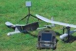 """Dwa bsl """"Sofar"""" z głowicami dziennymi, anteną kierunkową i specjalną wynośną konsolą. (Źródło: WB Electronics&#8221)."""