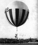 """Balon JP-2GB """"Kościuszko"""" (SP- ADS) klasy """"Gordon Bennett"""" podczas startu. (Źródło: via Konrad Zienkiewicz)."""