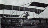 Adolf Warchałowski przygotowuje się do lotu z księżną Augustą. (Źródło: archiwum).