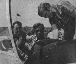 Paweł Pawlak kabinie Zlina-50L przed startem do testowego lotu, maj 1976 r. (Źródło: Skrzydlata Polska nr 23/1976).