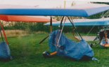 """Motolotnia Kompol """"Jazz 2000"""" sekcji motolotniowej na lotnisku Aeroklubu Kieleckiego w 2004 r. (Źródło: Damian Lis)."""