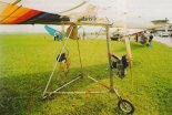 """""""Popkolot"""" prezentowany na V Stalowowolskim Zlocie Amatorskich Konstrukcji Lotniczych (6- 8.08.1999 r.). (Źródło: Przegląd Lotniczy Aviation Revue nr 10/1999)."""