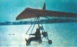 Motolotnia ze skrzydłem Z-87 w trakcie prób. (Źródło: Horyzonty Techniki nr nn/1988).