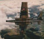 """Samolot myśliwski Avro Canada CF-100 """"Canuck"""" Mk.5M w locie. (Źródło: Przegląd Lotniczy Aviation Revue nr 12/1999)."""