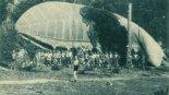 Balon obserwacyjny na uwięzi WBS-BD podczas postoju na biwaku. (Źródło: Skrzydlata Polska nr 7/1963).