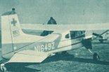"""Samolot sanitarny Cessna 185 """"Skywagon"""" (N1649Z) w widoku z tyłu. (Źródło: Skrzydlata Polska nr 18/1963)."""