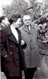 Irena Kaniewska i Tadeusz Chyliński. Zdjęcie wykonane wiosną 1957 r. w czasie wizyty delegacji Instytutu Lotnictwa w Czechosłowacji. (Źródło: via Rafał Chyliński).
