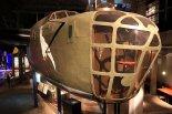 Replika bombowca B-24J &#8221;Liberator&#8221; w Muzeum Powstania Warszawskiego. (Źródło: Copyright  Tomasz Hens - reportaże</a>).