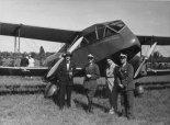 "De Havilland DH-84 ""Dragon"" na lotnisku w Nieborowie, 1934 r. (Źródło: Jan Rychter - Fotografia-  http://photo.rychter.com/)."