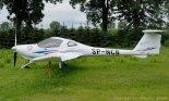 """Samolot szkolny i turystyczny Diamond DA 20 C1 """"Eclipse"""".  (Źródło: Copyright Zbigniew Jóźwik- """"Samoloty, śmigłowce, szybowce- fotografia lotnicza"""")."""
