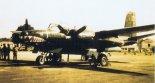 Ten sam samolot Douglas B-26R (N12756) po przemalowaniu w barwy ochronne ze szczęką rekina oraz naniesieniu znaków rozpoznawczych Biafran Air Force. (Źródło: archiwum Jan Zumbach).